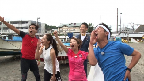 6月19日放送、『一茂&良純の自由すぎるTV』石原良純のロケ企画「いきなり鎌倉〜江の島を走ってみた」(C)テレビ東京