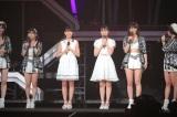 Juice=Juiceの新メンバー(中央左から)松永里愛、工藤由愛=『Juice=Juice CONCERT TOUR 2019 〜JuiceFull!!!!!!!〜 』