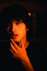 横浜流星写真集『流麗』より(C)KADOKAWA