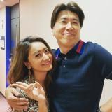 自身のインスタグラムで池田美優(左)との2ショットを公開した石橋貴明