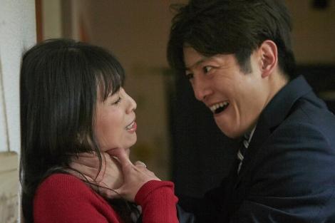 『仮面同窓会』の主演・溝端淳平(右)(C)東海テレビ