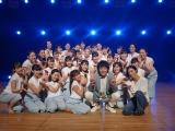「千羽鶴」MVは振付師Sayaka全面協力のもと、総勢29名の若手ダンサーを起用