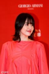 上海映画祭のレッドカーペットイベントに登壇した長澤まさみ (C)2019「コンフィデンスマンJP」製作委員会