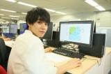 醍醐虎汰朗は新聞社に提供される天気図の作成を体験=映画『天気の子』(7月19日公開)の声優、醍醐虎汰朗&森七菜が日本気象協会を訪問