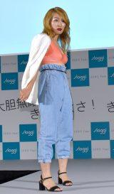 ランウェイをかっ歩する丸山桂里奈 (C)ORICON NewS inc.