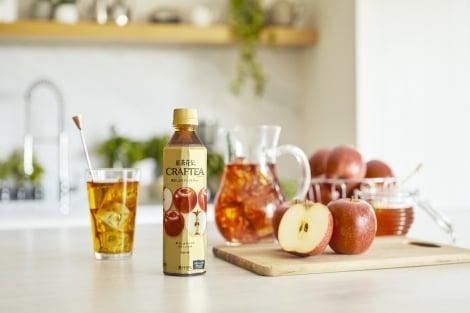 サムネイル 『紅茶花伝 クラフティ— 贅沢しぼりアップルティー』は、7月1日より全国で発売。
