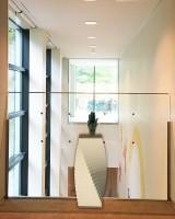 特別展示として、藤子・F・不二雄《手》のブロンズ像を展示