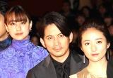 映画『ザ・ファブル』公開記念舞台あいさつに出席した(左から)山本美月、岡田准一、木村文乃 (C)ORICON NewS inc.