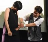 映画『こはく』の完成披露上映会に出席した(左から)遠藤久美子、横尾初喜監督 (C)ORICON NewS inc.