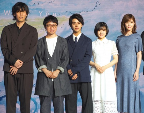 映画『天気の子』の製作報告会見に出席した(左から)野田洋次郎、新海誠監督、醍醐虎汰朗、森七菜、本田翼 (C)ORICON NewS inc.
