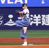 初の始球式で堂々たる投球を見せた鈴木梨央 (C)ORICON NewS inc.