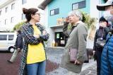 篠原涼子が真剣な表情で言葉を交わすメイキング写真が公開(C)2019 「今日も嫌がらせ弁当」製作委員会