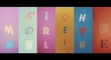 「MORE THAN LiKE」のミュージックビデオ(MV)の場面カット