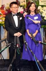 『生島企画室30周年記念感謝の集い』に出席した(左から)生島ヒロシ、優木まおみ (C)ORICON NewS inc.