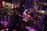 映画『Diner ダイナー』より藤原竜也(右)と真矢ミキのアクションシーンが公開(C)2019 「Diner ダイナー」製作委員会