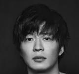 『あなたの番です -反撃編-』主題歌を担当する手塚翔太(田中圭) (C)日本テレビ