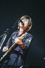 小笹大輔(G)=Official髭男dism初の日本武道館公演 Photo by TAKAHIRO TAKINAMI
