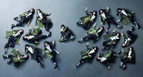坂道シリーズ4組でつなぐグループメドレーを披露する欅坂46=『FNSうたの夏まつり』出演アーティスト第2弾