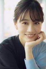 笑顔を見せる前田敦子 撮影/booro(BIEI)(C)Deview