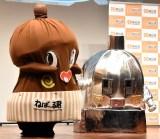 『2019年度納豆クイーン』表彰式に出席した(左から)ねば〜るくん、メカねば〜るくん (C)ORICON NewS inc.