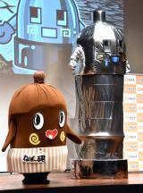 『2019年度納豆クイーン』表彰式に出席した(左から)ねば〜るくん、のびるメカねば〜るくん (C)ORICON NewS inc.