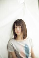 『週刊少年マガジン』32号の表紙を飾った日向坂46・小坂菜緒