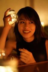『竹内愛紗ファースト写真集「愛紗」』先行カット(撮影:宮坂浩見)