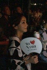 昨年行われた『WE ▼ NAMIE HANABI SHOW』をお忍びで鑑賞した安室奈美恵さん