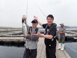 日本テレビ系『スッキリ』の海の日SP企画で初共演するサカナクション・山口一郎と加藤浩次(C)日本テレビ
