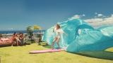 『ジムビーム』の新TVCM「Love Summer!」篇に出演するローラ