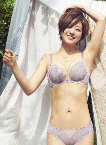 下着のセレクトショップ「AMPHI」のイメージモデルを務める伊藤千晃