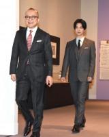 『みんなのミュシャ ミュシャからマンガへ-線の魔術』の内覧イベントに登場した(左から)山田五郎、千葉雄大 (C)ORICON NewS inc.