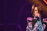 """日本武道館で20周年記念コンサートを開催した氷川きよし。この日も、最近話題となっている""""V系""""の衣装&歌唱を披露した (7月12日=東京・日本武道館) (C)oricon ME inc."""