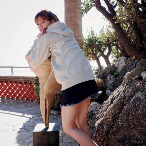 サムネイル 守屋茜1st写真集『潜在意識』秘蔵カットが公開(画像は写真集公式ツイッター【@moriyaakane1st】より)
