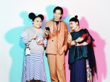 『TikTok』の新CMに出演する中村倫也(中央)とニッチェ