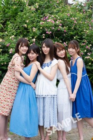 日向坂46グループ写真集のTSUTAYAポストカード(撮影/YOROKOBI)