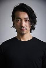 バンドメンバー2人の逮捕を謝罪した金子ノブアキ