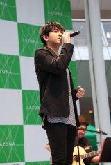 ラゾーナ川崎で1stアルバム『IV』発売記念イベントを開催した青柳翔