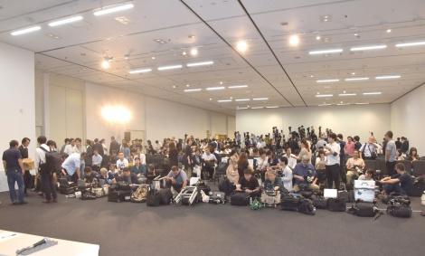 多くの報道陣が集まった会見の模様 (C)ORICON NewS inc.
