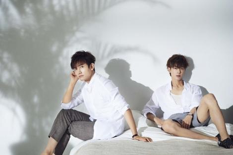 新曲「Hot Hot Hot」を初披露する東方神起=『FNSうたの夏まつり』出演アーティスト