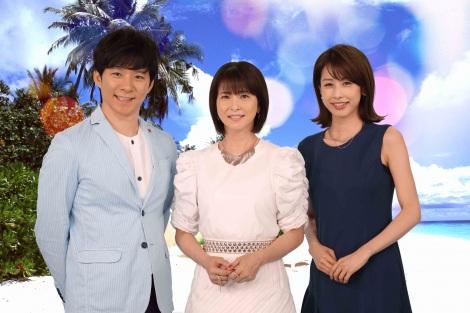 『FNSうたの夏まつり』MCの(左から)渡部建、森高千里、加藤綾子