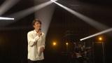 『The Covers』で椎名林檎の「歌うたいのバラッド」をカバーした井上芳雄 (C)NHK