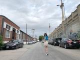「めちゃめちゃ身体のラインが出るタイトなミニスカート」衣装の須田亜香里 (写真は公式ブログより)