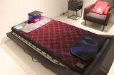 """""""未来の寝具""""と銘打ったセンサーを内蔵した寝具を展示 (C)oricon ME inc."""