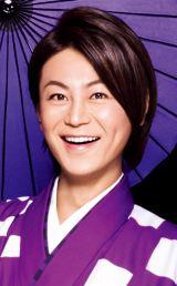 NHK『第51回思い出のメロディー』でド派手な衣装とステージングを披露する氷川きよし (C)NHK
