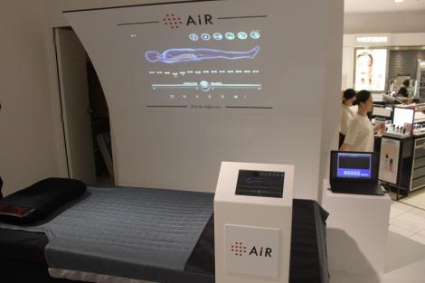 """サムネイル """"未来の寝具""""と銘打ったセンサーを内蔵した寝具を展示 (C)oricon ME inc."""