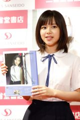 ソロ1st写真集『理咲』、『愛紗』、『玲亜』発売記念イベントを行った松風理咲