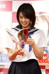 ソロ1st写真集『理咲』、『愛紗』、『玲亜』発売記念イベントを行った竹内愛紗