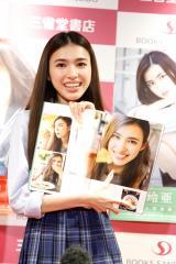ソロ1st写真集『理咲』、『愛紗』、『玲亜』発売記念イベントを行った長見玲亜