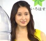 渡辺直美とともにCMソングを歌いながら軽快に登場した土屋太鳳 (C)ORICON NewS inc.
